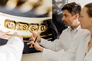 reDollar jewelry experts checking gold stamp