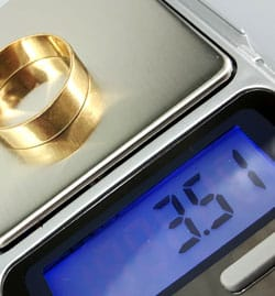 jewelry scale displaying 3.51 grams for gold ring